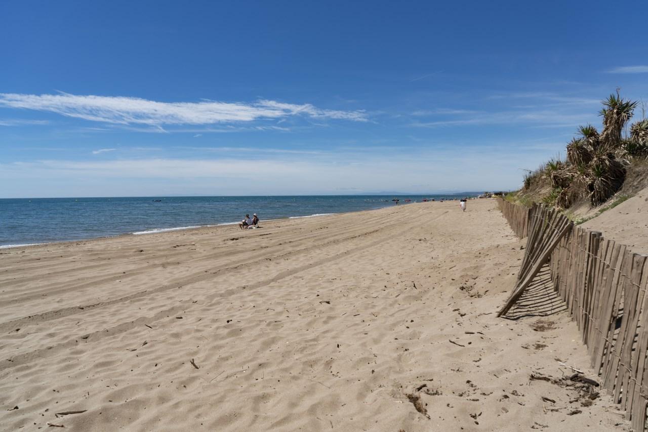 Portiragnes Plage Ferienhaus am Mittelmeer in Frankreich Blauer Himmel am Strand